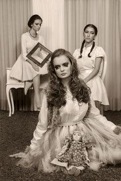 Trabalho produzido para a disciplina de Fotografia Aplicada II - Tema: O mágico de Oz. Modelos: Tallita Lins, Giovanna Souza e Aline Breda. Orientador: Danny Haiduk