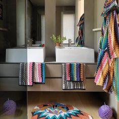Ассортимент Missoni Home включает в себя дизайнерские ковры покрывала и пледы интерьерные ткани пуфы и подушки постельное белье халаты и полотенца. Большое разнообразие цветов и узоров коллекций Missoni приятно удивляет! Итальянский текстиль от Missoni Homе создает уникальную стильную атмосферу в доме #maisondelite #missonihome #missonicollection #missoni #pretaporter #homedesign #interior #interiordesign #art #missonistyle #lifestyle #luxuryhomes #bathroom #bathdesign #style #mod #splendid…