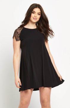 Klasyczna mała czarna -sukienka marki So Fabulous. Tu w wersji z przepięknymi przezroczystymi rękawami z koronki. Dostępna od roz.42 do roz.56, 219 zł na http://www.halens.pl/moda-damska-rozmiary-specjalne-na-gore-5828/sukienka-577113?imageId=400575&variantId=577113-0001