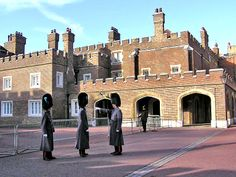 This beautiful brick palace was originally the King's palace that Elizabeth I built as a hunting lodge. St James's Palace, Uk History, British Royal Families, Royal Residence, Tudor House, New London, Beautiful Places, Amazing Places, Saint James