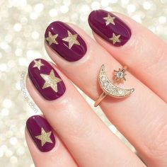 Oval nails have become very popular in recent years. Oval nails have become quite fashionable in today's fashion world. Encouraging color combinations play a role in Oval nail design, making them look smarter. Here are 44 Stylish Oval Nail Art Desi Star Nail Designs, Gold Nail Designs, Winter Nail Designs, Nails Design, Burgundy Nail Designs, Long Oval Nails, Oval Nail Art, Star Nails, Purple Nails