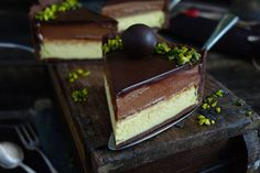Mozart cheesecake with marzipan, nougat and chocolate - Backen Marzipan, Nougat Torte, Chocolate, Parfait Desserts, Cheesecake, Mozart, Winter Desserts, Pet Bottle, Party Snacks