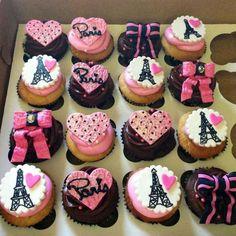 haa buss 2 yhaa 3 hi kiya Paris Cupcakes, Fancy Cupcakes, Themed Cupcakes, Birthday Cupcakes, Paris Birthday Parties, Paris Party, Paris Theme, Bolo Paris, French Wedding Cakes