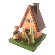 German Made Wooden Christmas House Coin Bank - Food Recipe German Christmas, Living Styles, Money Box, Stamp Making, Decorative Objects, House Painting, Vintage Furniture, Ornament, Carving