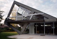house-turned-on-its-side-1-554x388