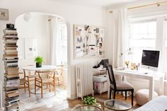 Wohnzimmerdekor mit Home-Office und Minibar Home Office, Office Decor, Mini Bars, Apartment Design, Apartment Living, Casa Do Rock, Interior Exterior, Interior Design, House On The Rock