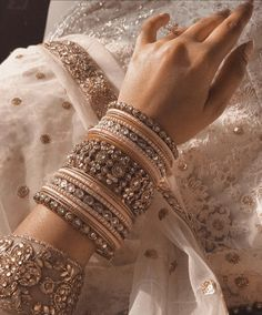 Bangles for Bridal Indian Jewelry Earrings, Indian Jewelry Sets, Jewelry Design Earrings, Indian Wedding Jewelry, Hand Jewelry, Pakistani Jewelry, Indian Weddings, Indian Bangles, Egyptian Jewelry