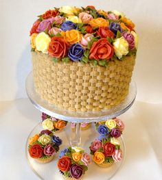 Flowers basket with matching floral bouquet cupcakes