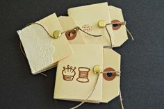 Making little notebooks with hang tags is a lot of fun and super easy with these step-by-step instructions.