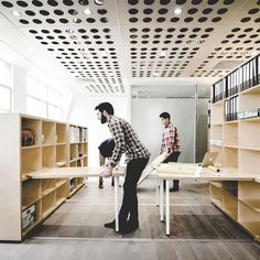 Fold-down desks and mobile workstations allow Australian firm Particular Architects to regularly reconfigure the layout of their studio space in Melbourne. Workspace Design, Office Interior Design, Office Interiors, Architecture Office, Architecture Design, Architects Melbourne, Planer Layout, Co Working, Working Area