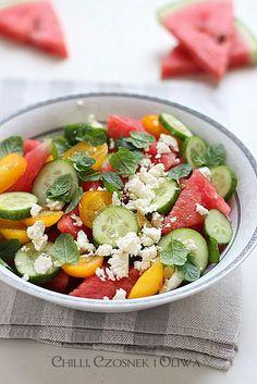 Sałatka na upały: arbuz, pomidor, feta i mięta