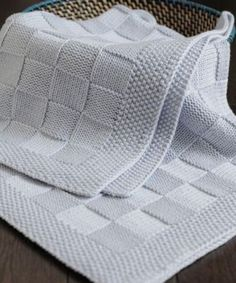 This soft and beautiful baby blanket is the perfect gift for your newborn. It measures Completely handmade. Made of high-quality cotton yarn. We have different color options, you can choose your color when ordering. We need 15 days to make the blanket. Muslin Blankets, Knitted Baby Blankets, Baby Girl Blankets, Receiving Blankets, Baby Blanket Crochet, Crochet Baby, Knit Crochet, Baby Knitting Patterns, Baby Sweater Knitting Pattern