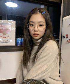 blackpink in your area Kim Jennie, Kpop Girl Groups, Korean Girl Groups, Kpop Girls, Blackpink Photos, Blackpink Fashion, Fashion Outfits, Blackpink Jisoo, Gal Gadot