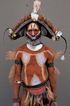Papua New Guinea | Huli tribesman, Ialuba area, Southern Highlands. Image from the publication Man As Art: New Guinea. | © Malcolm Kirk
