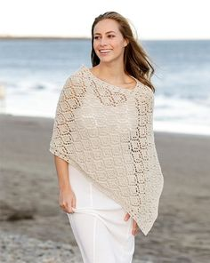 Tricoter un poncho facile gratuit | La Grenouille Tricote Caron Simply Soft, Drops Design, Knitted Poncho, Knitted Blankets, Knitting Patterns Free, Free Knitting, Poncho Style, Poncho Pullover, Magazine Drops
