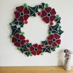 Red Poppy and Dark Green Ivy Stained Glass Floral Wreath Remembrance Sunday Stained Glass Projects, Stained Glass Art, Glass Christmas Ornaments, Christmas Wreaths, Christmas Time, Xmas, Remembrance Sunday, Red Poppies, Design Crafts