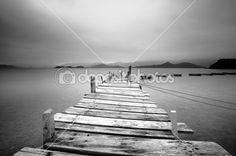 Глядя на причал и лодки, черно-белый — Стоковое изображение #2784905