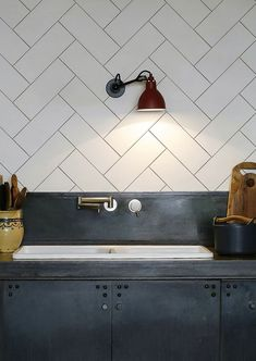 Dekor kamar kost New Kitchen Diy Backsplash Cheap Accent Walls 20 Ideas Backsplash Cheap, Countertop Backsplash, Backsplash Panels, Stone Backsplash, Herringbone Backsplash, Herringbone Pattern, Vanity Backsplash, Backsplash Design, Dark Countertops