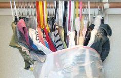Mudances- Posar la roba en una bossa de basura amb els penjarobes per així col·locar-ho directament a l'armari!