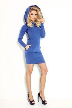 Sukienka / tunika sportowa z luźnym golfem i kieszeniami na biodrach, uszyta z przyjemnego w dotyku grubego materiału.  #sukienka #tunika #dzienna #kobieta #moda #trendy #chabrowy #niebieska