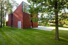 Big Modern Houses, Red Bricks, Urban Planning, Amazing Architecture, Ramen, Sweet Home, Villa, Sidewalk, Interior Design