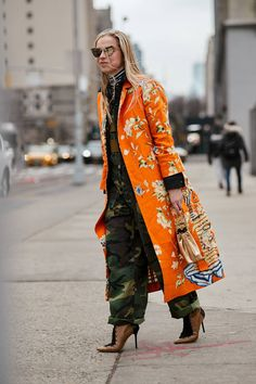 The Best Street Style Looks From New York Fashion Week Fall 2018 - Fashionista Top Street Style, New York Fashion Week Street Style, Autumn Street Style, Street Chic, Spring Street Fashion, Street Snap, Paris Street, Fashion Mode, Look Fashion