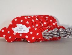 Ballotin voiture rouge Sunglasses Case, Parents, Creations, Baby Boy, Diy, Sewing, Children, Baby List, Dads