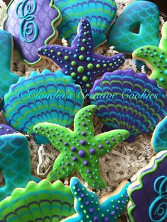 Under the sea creatures decorated cookies ~ starfish, clam, clamshell, seashell. Summer Cookies, Fancy Cookies, Iced Cookies, Cut Out Cookies, Cute Cookies, Cookies Et Biscuits, Cupcake Cookies, Iced Biscuits, Frosted Cookies