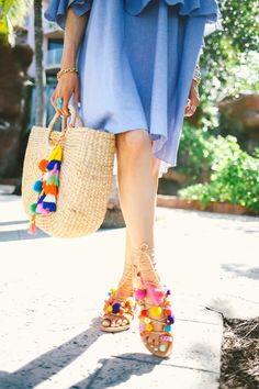 Build your summer Boho closet by adding all these essentials. Check out this post for all things boho, styling tips and more. Sandals Outfit, Cute Sandals, Outfit Strand, Pom Pom Sandals, Bohemian Mode, Zara, Pinterest Fashion, Gingham Dress, Summer Essentials