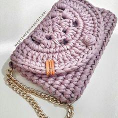 The world's catalog of creative ideas Crochet Clutch Bags, Crochet Wallet, Bag Crochet, Crochet Handbags, Crochet Purses, Crochet Stitches, Crochet Designs, Crochet Patterns, Mode Crochet