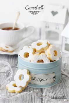 """canestrelli """"little baskets"""" Biscotti Cookies, Galletas Cookies, Cupcake Cookies, Cupcakes, Cake Decorating Tips, Cookie Decorating, Coffee Bar Party, Good Morning Breakfast, Biscuits"""