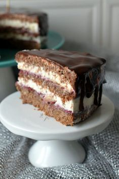 tort-orzechowy-z-masą-mascarpone-681x1024 Tort orzechowy z konfiturą malinową i mascarpone Cooking Recipes, Healthy Recipes, Food Cakes, Sweet Life, Tiramisu, Cake Recipes, Sweet Tooth, Oreo, Food And Drink
