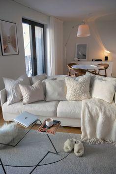 Minimalist Home Interior, Flat Interior, Home Interior Design, Home Living Room, Apartment Living, Cosy Sofa, Comfortable Sofa, New Room, House Rooms