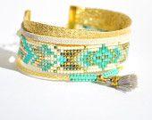 Bracelet manchette miyuki turquoise, doré et blanc pompon gris clair -Bijoux ENORA-