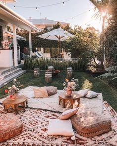Cozy backyard set-up. Cozy backyard set-up. Cozy Backyard, Backyard Seating, Backyard Picnic, Backyard Beach, Cozy Patio, Picnic Area, Outdoor Spaces, Outdoor Living, Outdoor Decor