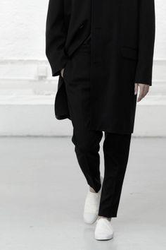 posturban:  black and white fashion