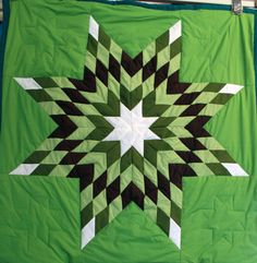 Star quilt by Rose Oren, Cheyenne River Sioux Indian quilt. I Love the colors of Green Lone Star Quilt, Star Quilts, Easy Quilts, Barn Quilt Designs, Quilting Designs, Native American Fashion, Native American Art, Star Quilt Patterns, Bead Patterns