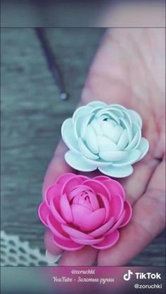 Paper Flowers Craft, Paper Crafts Origami, Giant Paper Flowers, Felt Flowers, Flower Crafts, Diy Flowers, Fabric Flowers, Foam Flower, Flower Box Gift