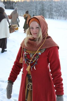 Vikingsnitt - viking woman. Love the colours, the details....just about everything, but what are the cords on her hood