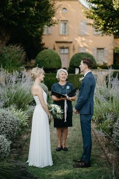 ShareElopement photography in Provence – Luberon Calylee & Brady brilliant elopement in Provence, more precisely in the Luberon near Bonnieux and Lourmarin. All the way from Canada, they decide to tie the knot in the beautiful garden of the Pavillon de Gallon just off the famous city of Lourmarin, just the 2 of them … ... Tie The Knots, Beautiful Gardens, Provence, Tying The Knots, Provence France