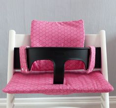 coussin chaise haute stokke tripp trapp pikebou 7 Chaise Haute Stokke, Chaise Tripp Trapp, Nursery Ideas, Crafts, Inspiration, Rose, Table, Baby Sewing, Boss Babe
