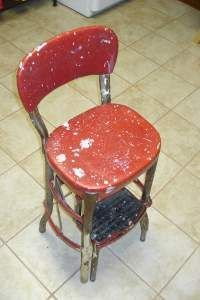 how to restore a vintage cosco step ladder chair.I really want two for our dining room/kitchen Kitchen Step Stool, Kitchen Chairs, Step Stools, Room Chairs, Dining Chairs, Retro Kitchen Tables, Retro Table, Lawn Chairs, Metal Chairs