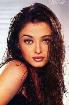 Aishwarya Rai discovered by αмαʐ𝒆∂™🥀 on We Heart It Aishwarya Rai Young, Aishwarya Rai Pictures, Aishwarya Rai Photo, Actress Aishwarya Rai, Aishwarya Rai Bachchan, Aishwarya Rai Makeup, Bollywood Stars, Bollywood Photos, Bollywood Celebrities