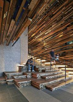 March+Studio+utilise+des+milliers+de+chutes+de+bois+pour+réaliser+l'escalier+d'un+hôtel+de+Canberra