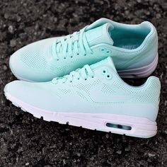 """Available now for the s, Nike Women's Air Max 1 Ultra Moire """"Fiberglass."""" A lighter more breathable version of the classic Air Max 1 with 3m highlights throughout. Full women's size run available now in-store only!! #12amrun #Ultramoire #Airmax1 #XIIAM #mint #mintsneakers"""