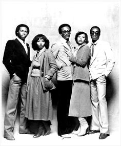 LE FREAK, C'EST CHIC: Last disco to influence the rise of hip hop, visionaries Nile Rodgers (far left) and Bernard Edwards (center). Music Icon, Soul Music, Music Is Life, My Music, Music Hits, Indie Music, Bernard Edwards, Funk Bands, Old School Music