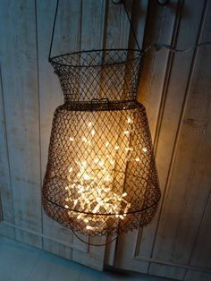 Nasse fish and light garland . Deco Marine, Lake Decor, Wall Lights, Ceiling Lights, Light Garland, Vintage Fishing, Light Fixtures, Sweet Home, Rustic
