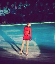 Yulia Lipnitskaya as the girl in the red coat Ice Skating, Figure Skating, Yulia Lipnitskaya, Skating Dresses, Airbrush, Skate, Career, Sports, Red