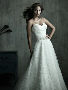 Organza Sweetheart Embroidered Bodice A-line Wedding Dress