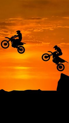Motocross Couple, Motocross Love, Bike Couple, Motorcross Bike, Motocross Photography, Biker Photography, Ktm Dirt Bikes, Cool Dirt Bikes, Dirt Biking